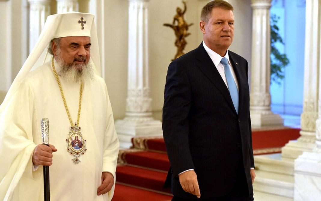 Președintele Klaus Iohannis îl decorează pe Patriarhul Daniel
