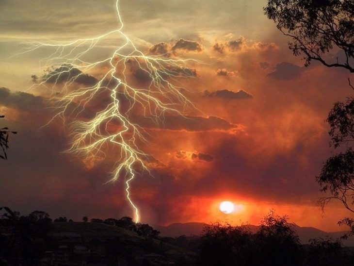 Cod roşu de furtună în zonele de munte din judeţele Vâlcea şi Gorj