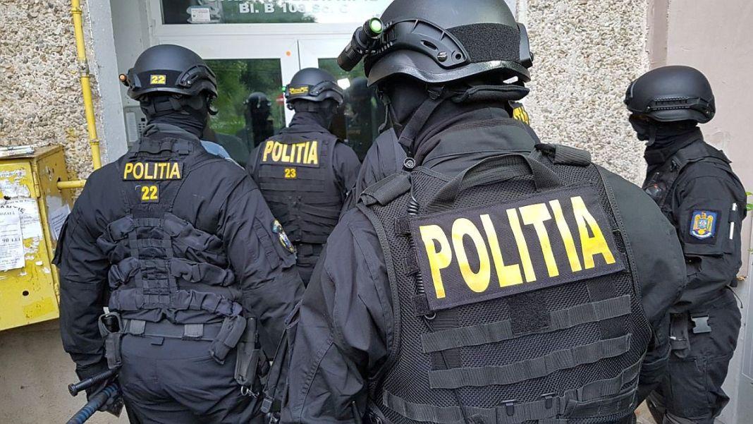 Polițiștii din Călărași au efectuat percheziții la două persoane bănuite de comiterea infracțiunii de trafic de minori