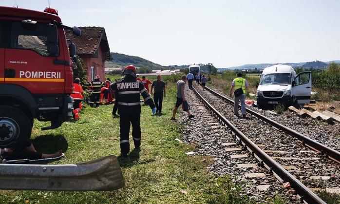 O femeie din microbuzul lovit de tren în judeţul Cluj a murit