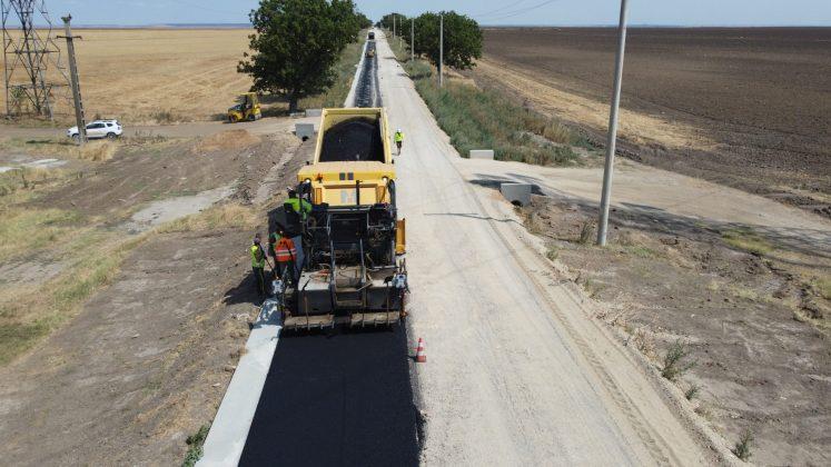 Tronsonul II al drumului Craiova - Cetate prinde contur. Lucrările de modernizare avansează rapid.