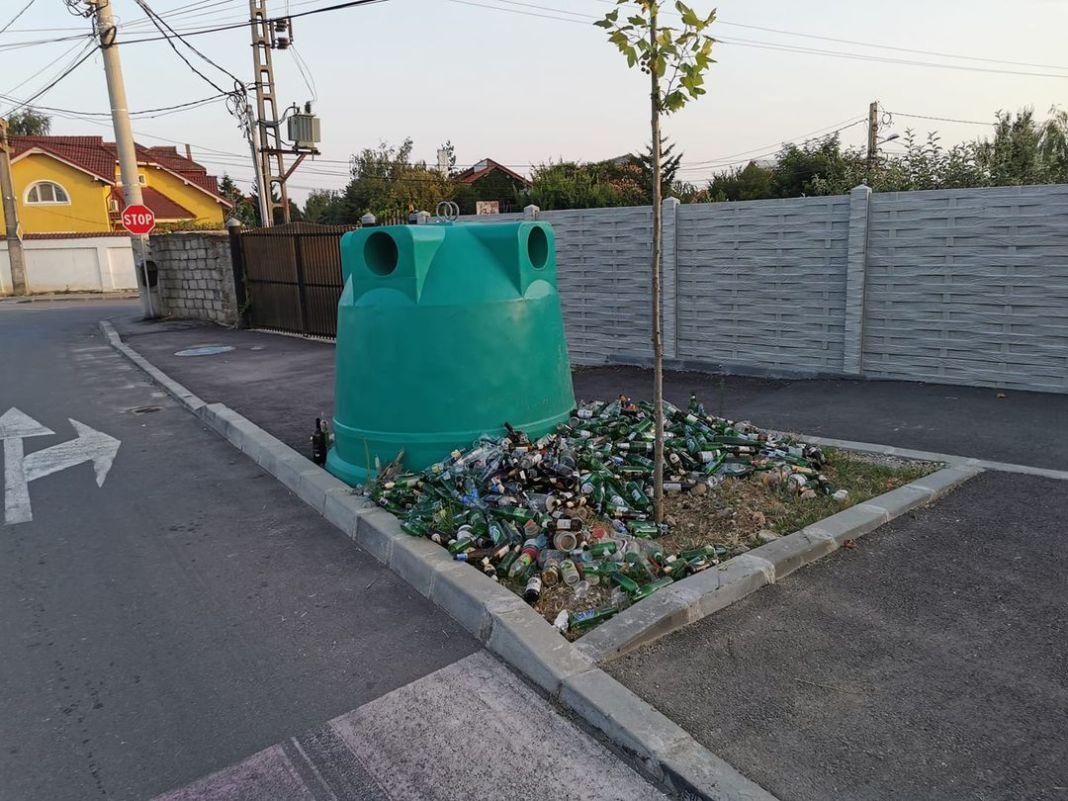 Containerele pentru sticlă sunt pline, iar craiovenii au ajuns să pună pe lângă ele