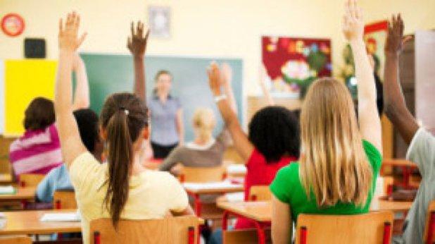 Un învăţător nevaccinat a contagiat 18 elevi cu COVID-19
