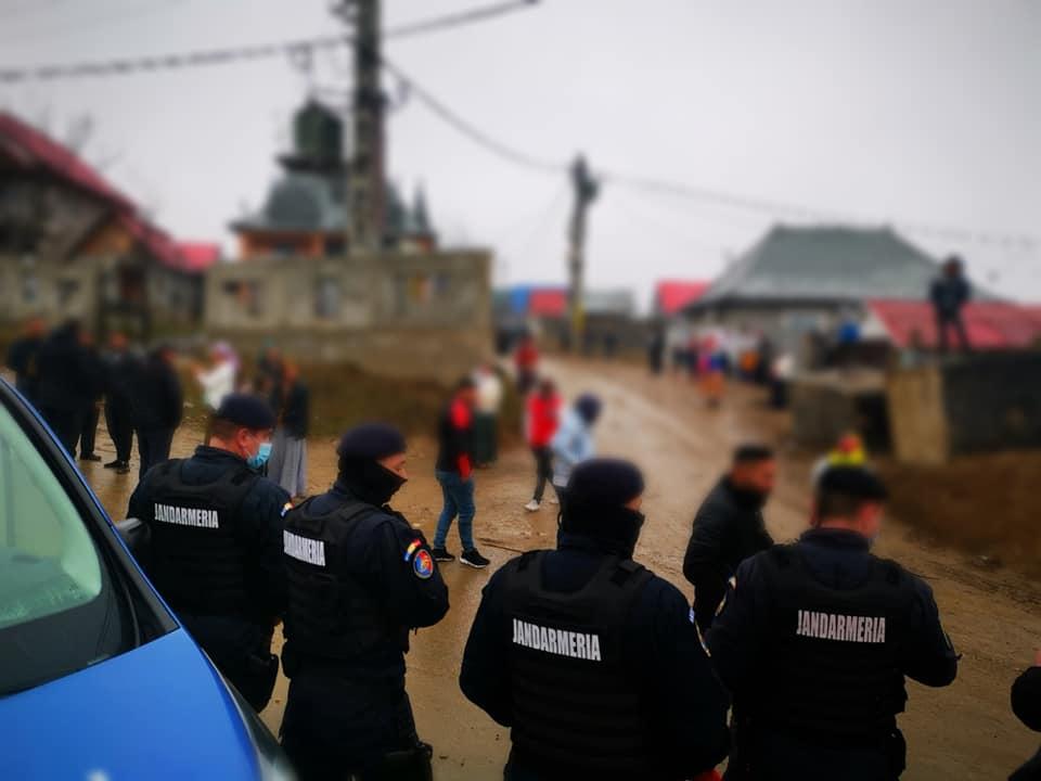 O comună din România va fi păzită o săptămână de poliţie şi jandarmi