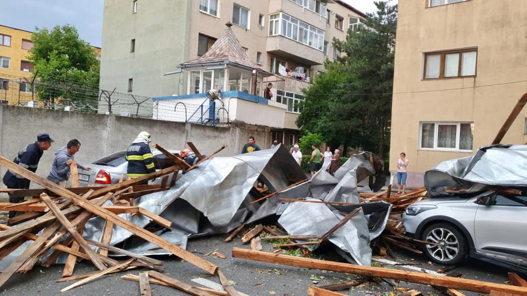Gorj: Furtuna a produs pagube în 12 localități