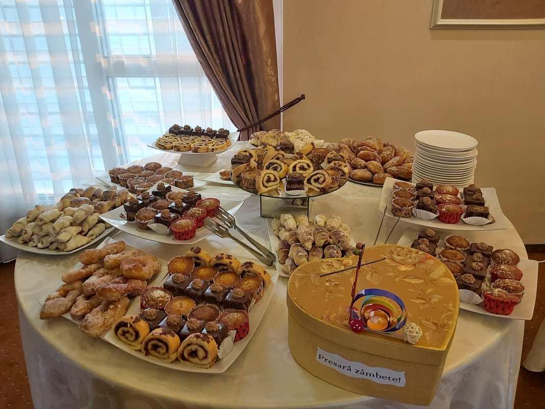 În pandemie, tinerii cu autism din Craiova au învățat să prepare dulciuri