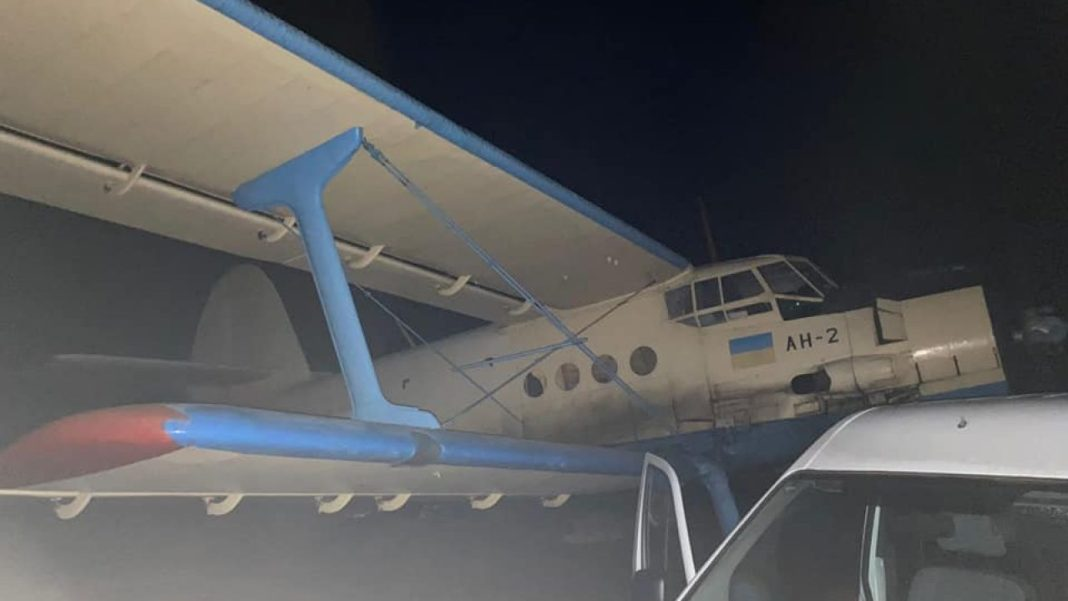 Avion cu țigări de contrabandă care plecase din Ucraina spre România, reținut în Republica Moldova