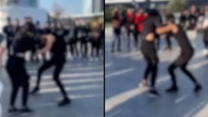 Două eleve de clasa a IX-a s-au bătut într-un mall din Bucureşti