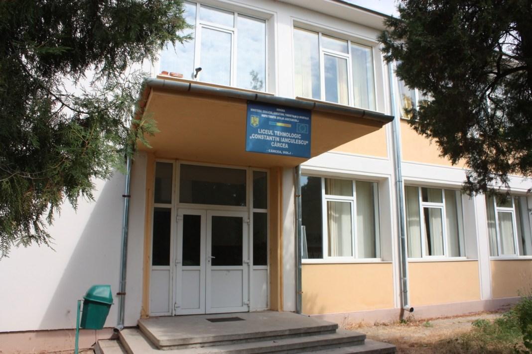 La Cârcea se închide şcoala, elevii vor învăţa online