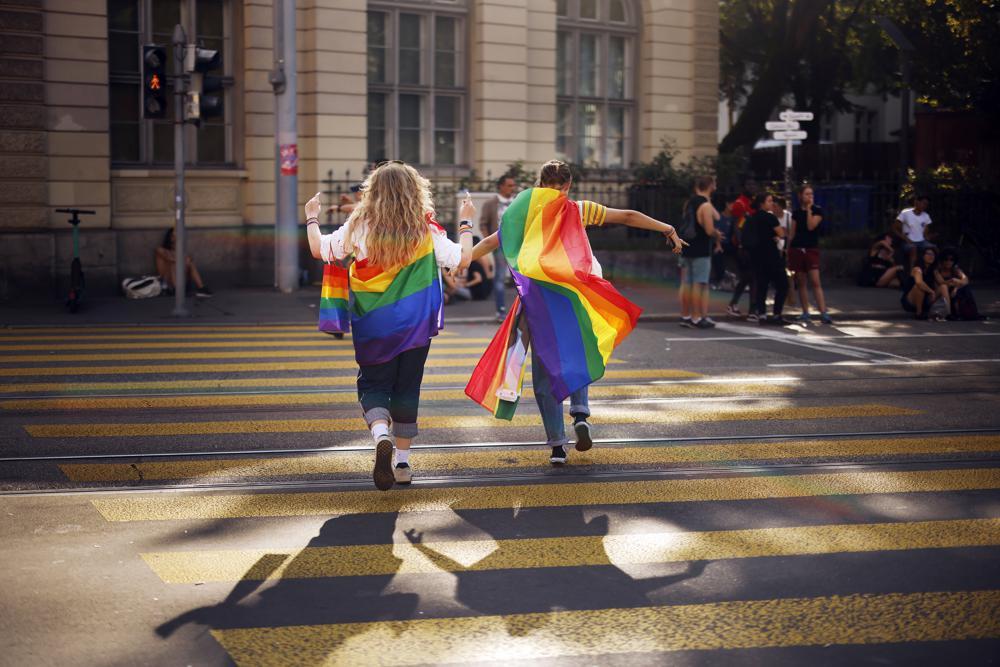 Cetățenii Elveției decid dacă legalizează căsătoriile între persoanele de același sex