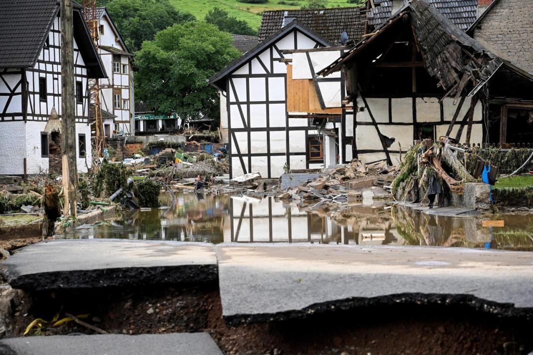 52 de români, acuzați de furturi din casele inundate în Germania