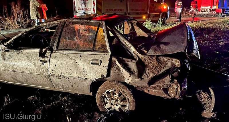 Şofer rănit după ce s-a răsturnat cu maşina