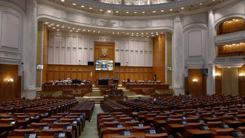 Ședința parlamentară ce viza moțiunea de cenzură, amânată pentru luni
