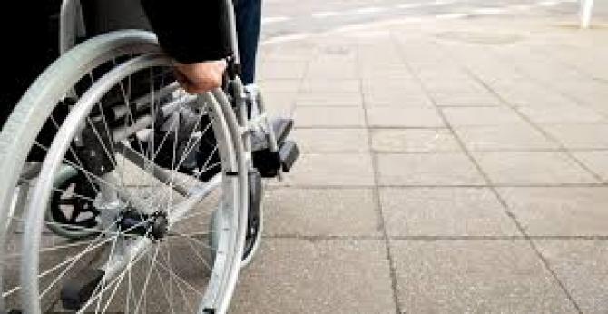 Gorj: Elevii cu nevoi speciale își primesc indemnizațiile restante