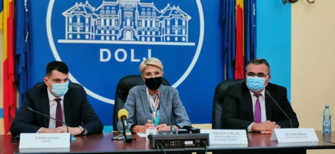 """Raluca Turcan, în vizită la Craiova: """"Avem, după București, cel mai mare număr de șomeri în județul Dolj"""""""