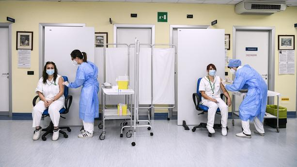Franţa începe suspendarea angajaţilor din sistemul sanitar nevaccinaţi