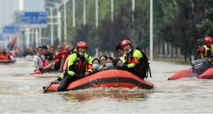 Aproape 200 de morţi în India şi Nepal în urma inundaţiilor şi alunecărilor de teren