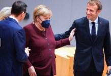 """""""Sper că nu vă veţi supăra pentru această ceremonie prilejuită de ultimul dvs summit"""", i-a spus Charles Michel, preşedintele Consiliului European. Reuniunile Celor 27 """"fără Angela, sunt ca Roma fără Vatican sau Parisul fără Turnul Eiffel"""", a adăugat el, potrivit acestei surse europene."""