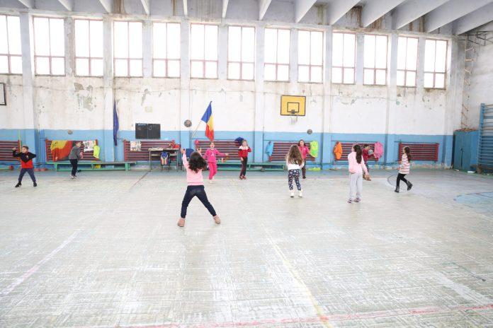 Şcoala Leu are sala de sport închisă de doi ani