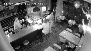 Les articles les plus insolites volés au bar et au restaurant par des petits cons
