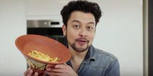 L'humoriste Karim Duval lance un premier tuto décalé sur la cuisine marocaine