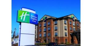 Un retraité décide de passer le reste de sa vie à l'hôtel, car c'est moins cher que la maison de retraite