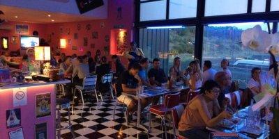Les bars et restaurants parisiens pourraient collecter les coordonnées des clients