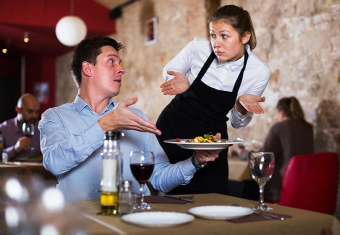 Voici dix manies qui énervent les serveurs des restaurants