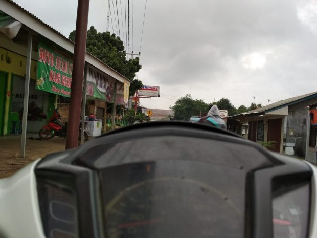 Cuaca mendung jalan rawan licin