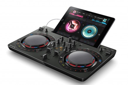 New Pioneer DDJ-WeGO4 laptop and iPad compatible portable DJ controller