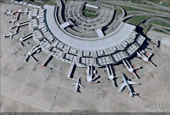 Airplanes on the ground in Rio de Janeiro