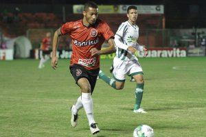 Felipe Garcia marcou um gol legal, que a arbitragem anulou de forma errada. Foto: Carlos Insaurriaga