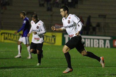 Ramon abriu o placar aos 25 minutos da primeira etapa. Atacante marcou o 6º gol na Série B. Foto: Jonathan Silva