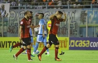 Em cobrança de falta, Ednei abriu o placar e fez o primeiro gol com a camisa Xavante. Foto: Fernando Torres/Paysandu