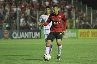 Rafinha fez os dois gols Xavantes na partida. Foto: Carlos Insaurriaga