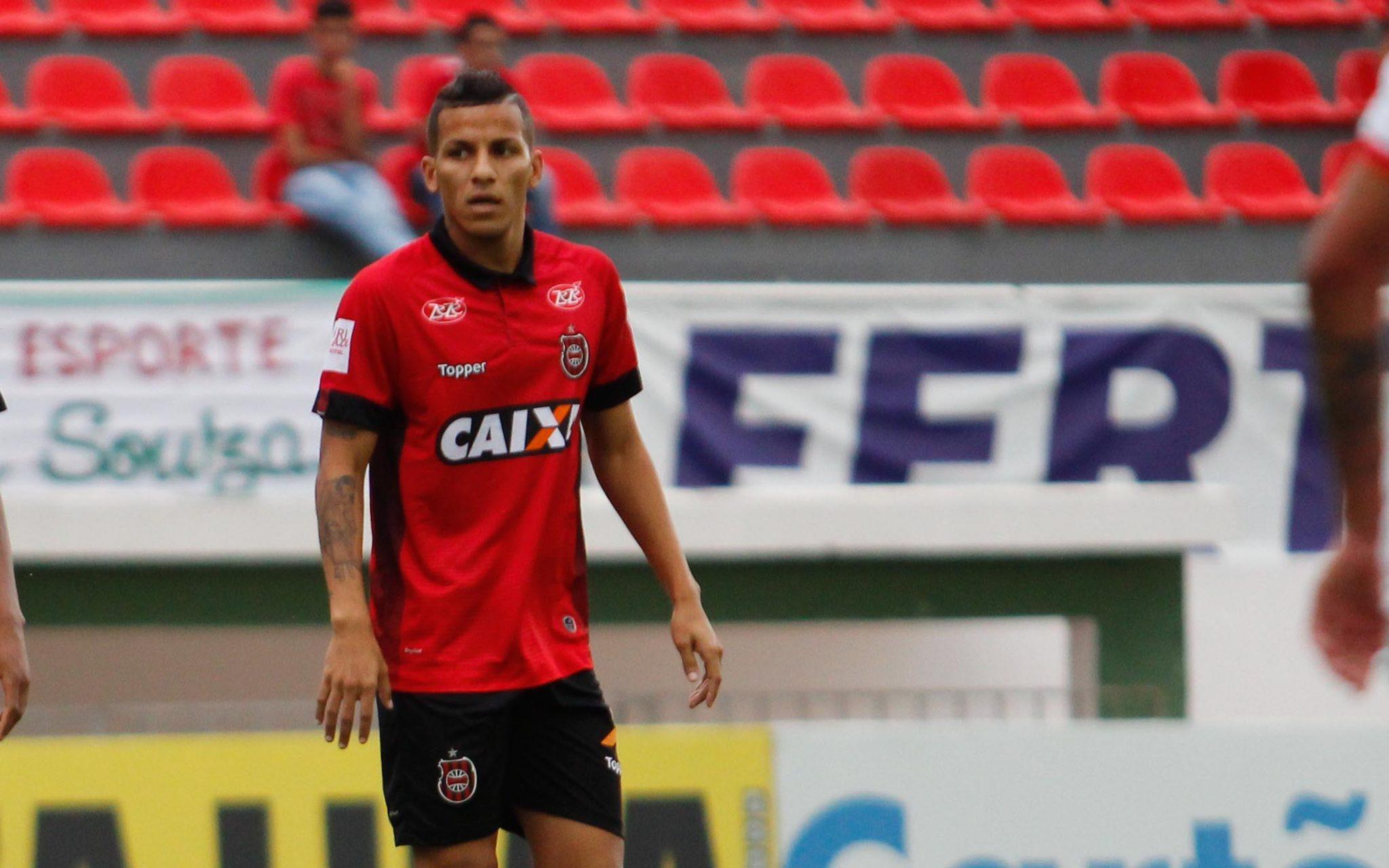 Brasil-Pel: Calyson renova
