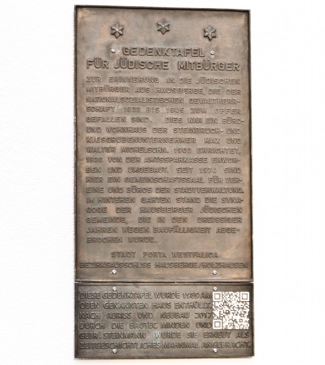 Wiederanbringung der Gedenktafel für Jüdische Mitbürger