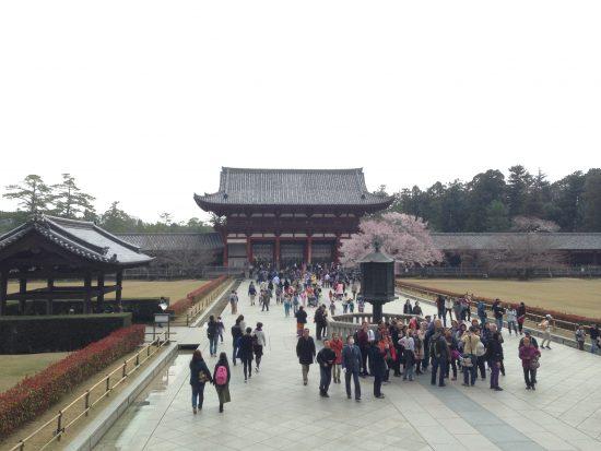 La porte intérieure du Todai-ji avec les remparts