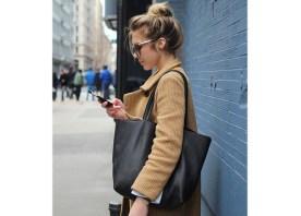 Con la borsa emPowered con caricatore USB può caricare cellulare e altri gadget ovunque si trovi