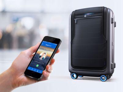 La prima valigia intelligente che tutti vorremmo avere: geolocalizzata, si chiude con un'app, ha un caricatore di cellulari integrato e un sacco di optional. Disponibile da agosto 2015.