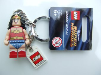 Perché la tua è una super mamma: dillo con il portachiavi LEGO (€ 13,30 su Amazon)