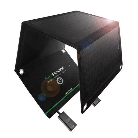 Potenza 15W, ottima velocità di carica. Per ricaricare smartphone, tablet e altri gadget all'aria aperta grazie ai pannelli solari. Praticissimo, si piega e si mette in borsa (49 euro, su Amazon)