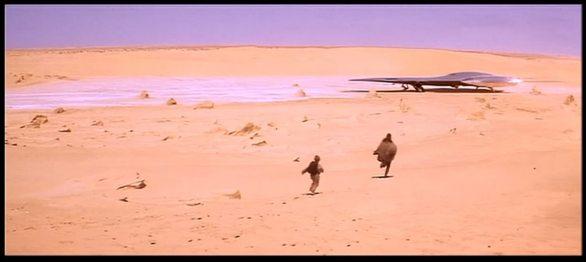 """Miejsce lądowania księżniczki Padme na Tatooine, kadr z filmu """"Gwiezdne Wojny: Mroczne Widmo"""""""
