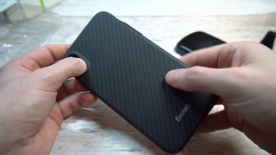 Test de la coque iPhone XS AER Karbon par Evutec