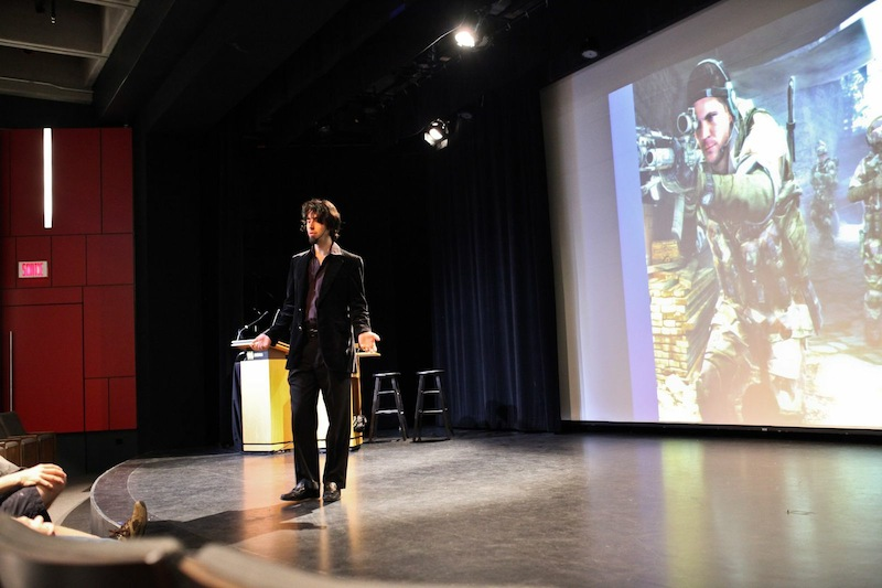 James Portnow qui parle de sa passion avec détermination. Crédit photo: Allison Van Rassel pour Télé-Québec