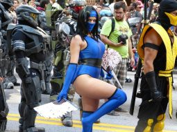 Kitana (Mortal Kombat) @ Dragon Con 2012 - Picture by Carcapture.com