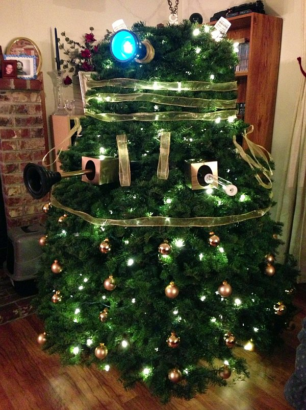 [GAS] reader Rachel just sent me a picture of her brother in law's Dalek  Chrismas tree, and while I've already posted one a few days ago, I had to  inlude ... - Dalek Christmas Tree Wants To Exterminate The Holiday Season [Pic]