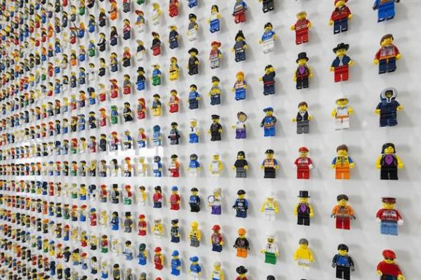 1200-Minifigure-LEGO-Office-Wall-by-Acrylicize-1