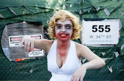 Marilyn Monroe Zombified – New York Comic Con (NYCC) 2013 - Geeks are Sexy