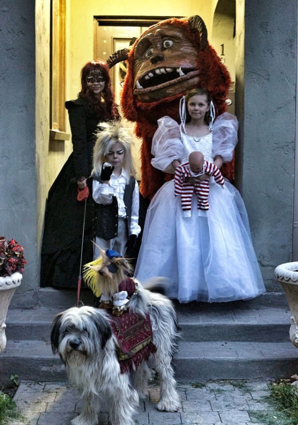 family-labyrinth-costumes
